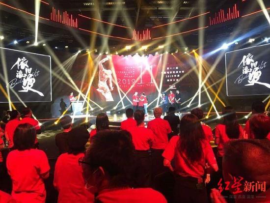 中国电影导演协会表彰大会:周冬雨获年度女演员