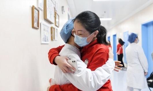 """上海援鄂医护重回武汉:""""看到城市复苏感动不已"""""""