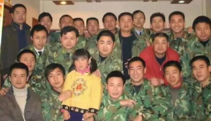 被35个咸宁武警养大的姑娘上大学了