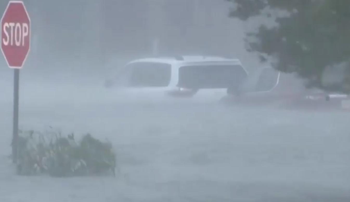 """美国飓风""""萨莉""""登陆亚拉巴马州 至少1死1失踪"""