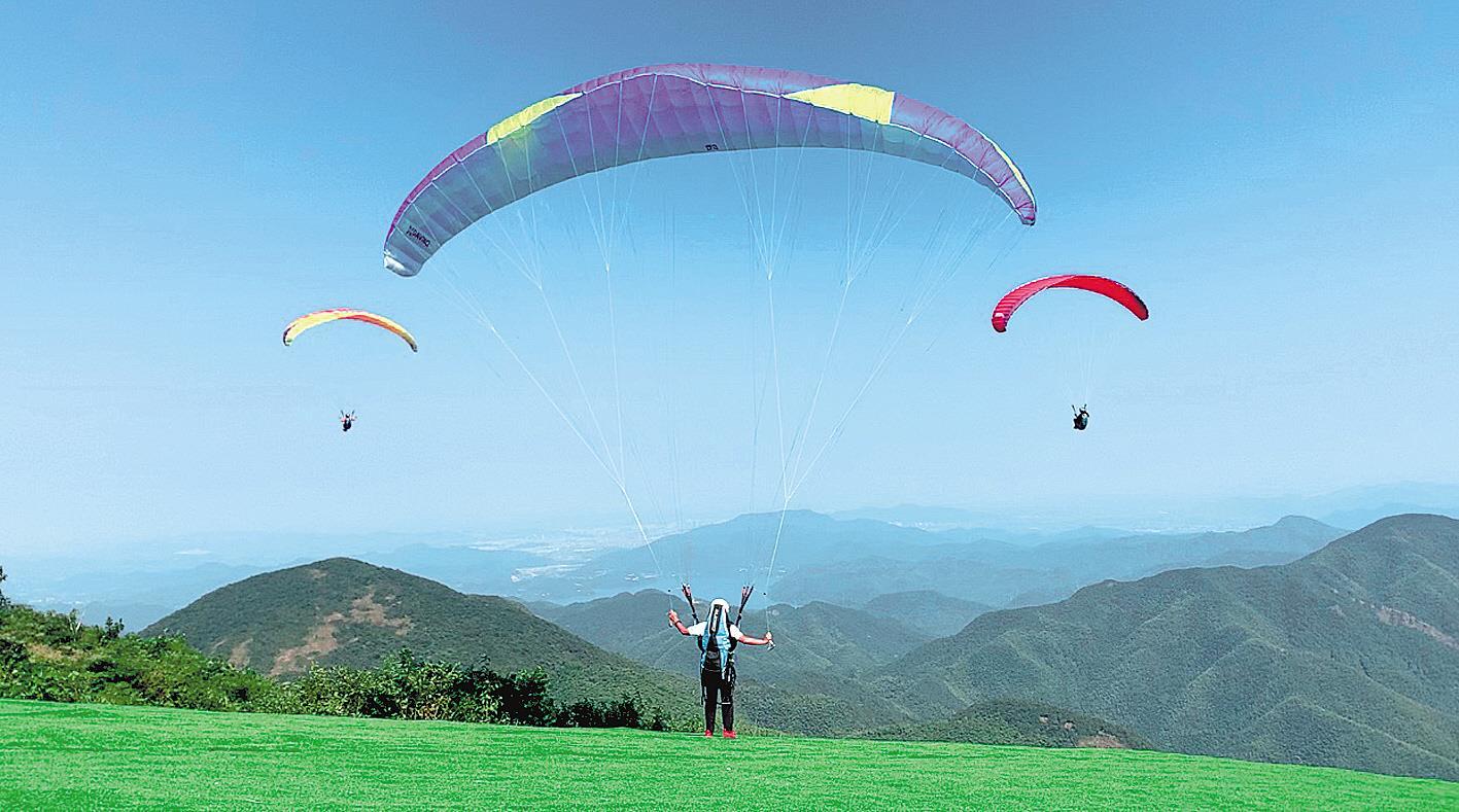 露营观星 滑翔云天 小众旅游项目升温