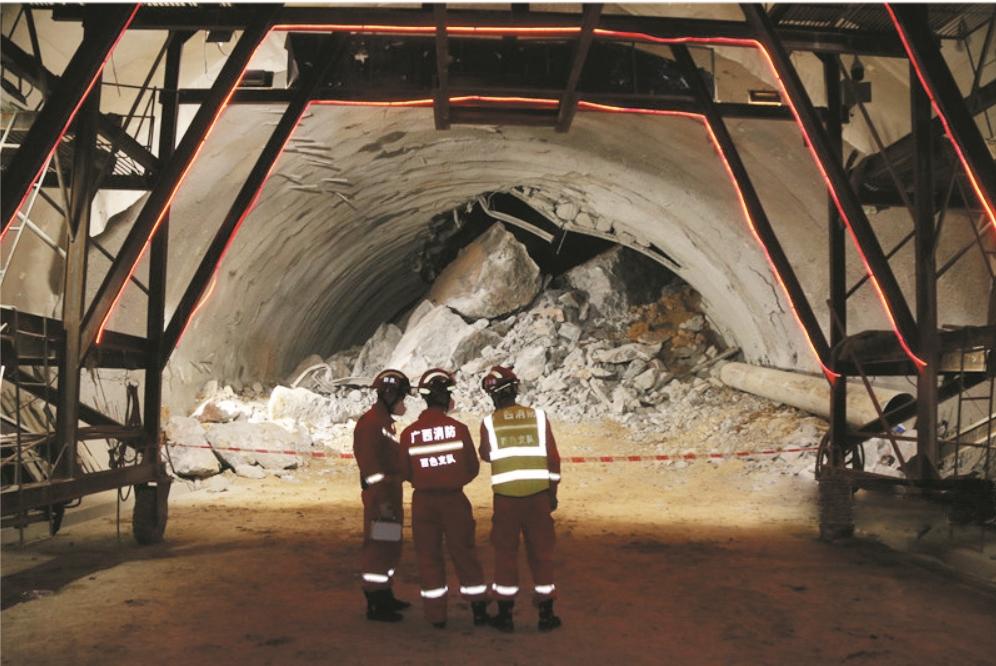 广西百色在建隧道大面积塌方9人被困 3名湖北老乡安危牵动家乡人的心