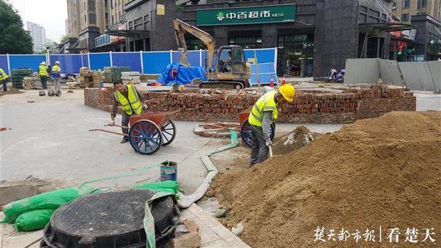 道路施工长期打围影响出行,施工方称年底前竣工