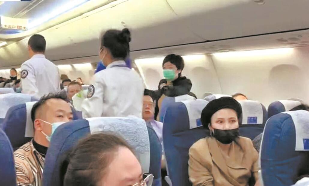 兩航班爲救發病旅客先後備降武漢