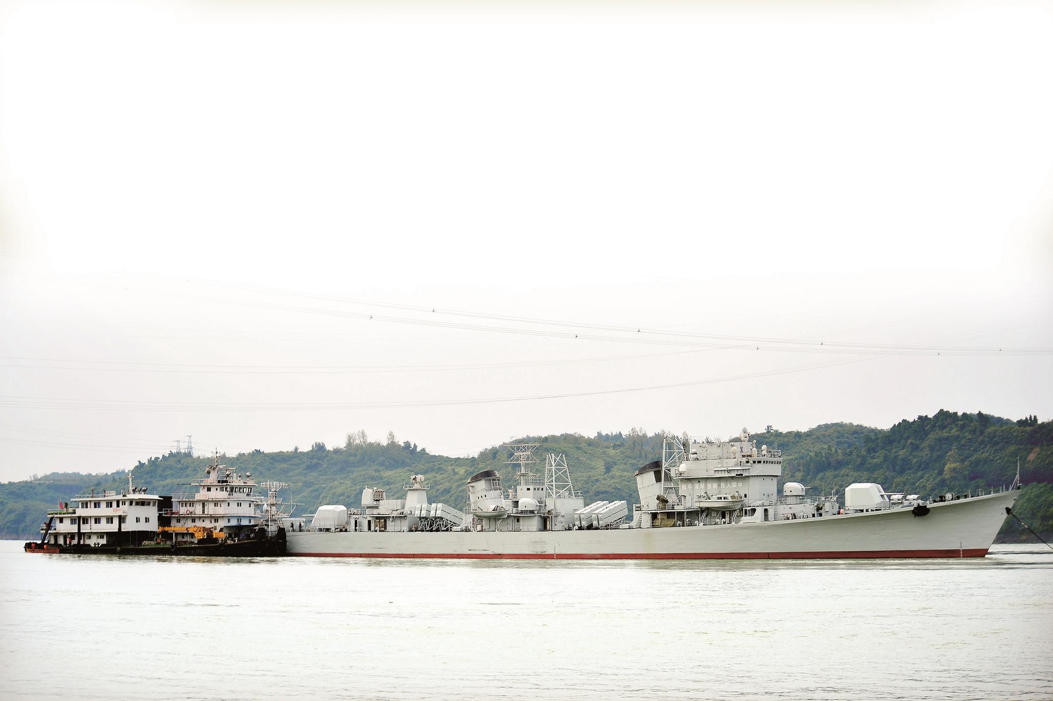 退役珠海舰过境宜昌