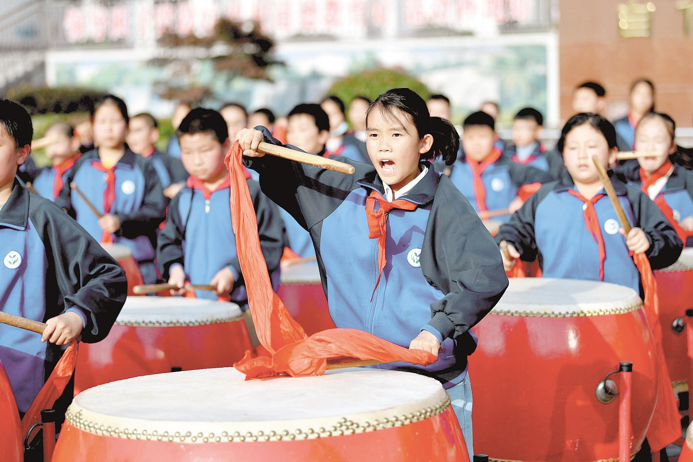 傳統大鼓擊響校園