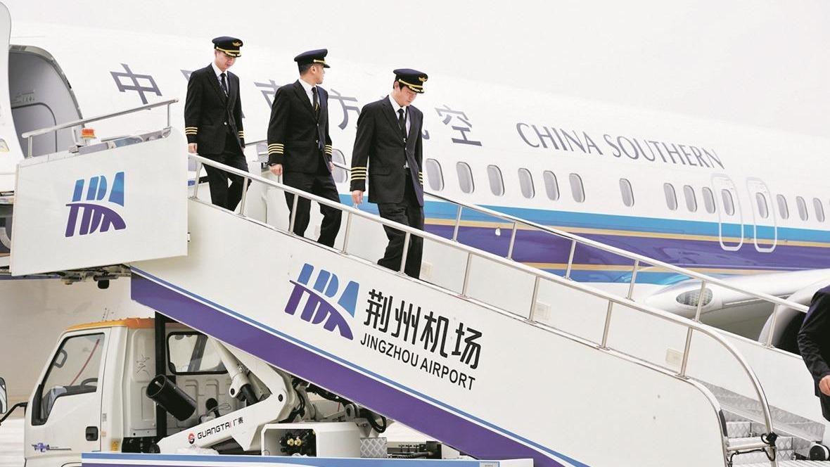 荆州停航18年后首迎波音客机起降