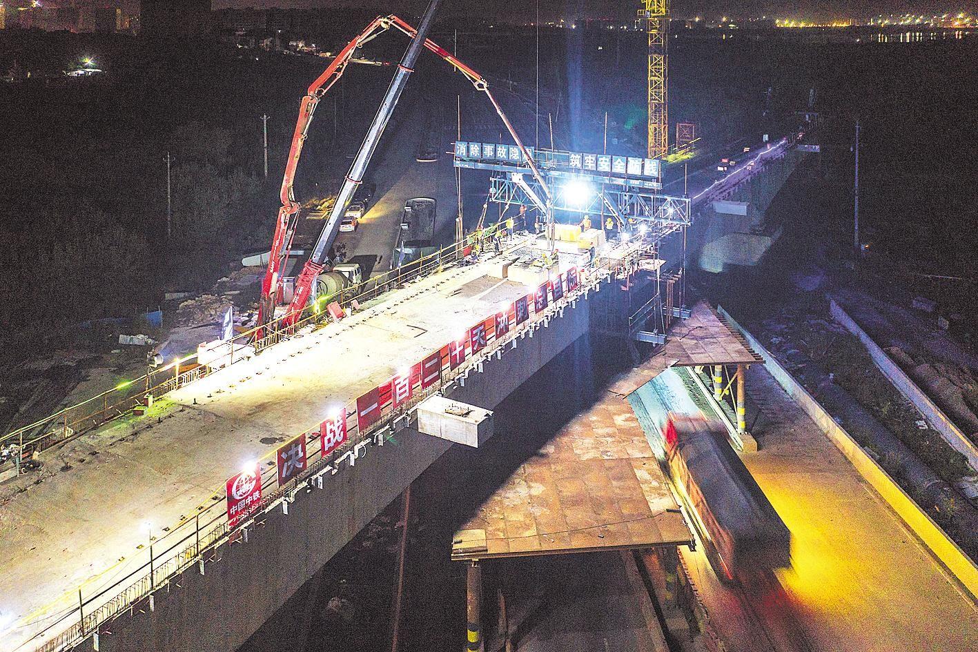 武汉新港倒水河特大桥连续梁合龙