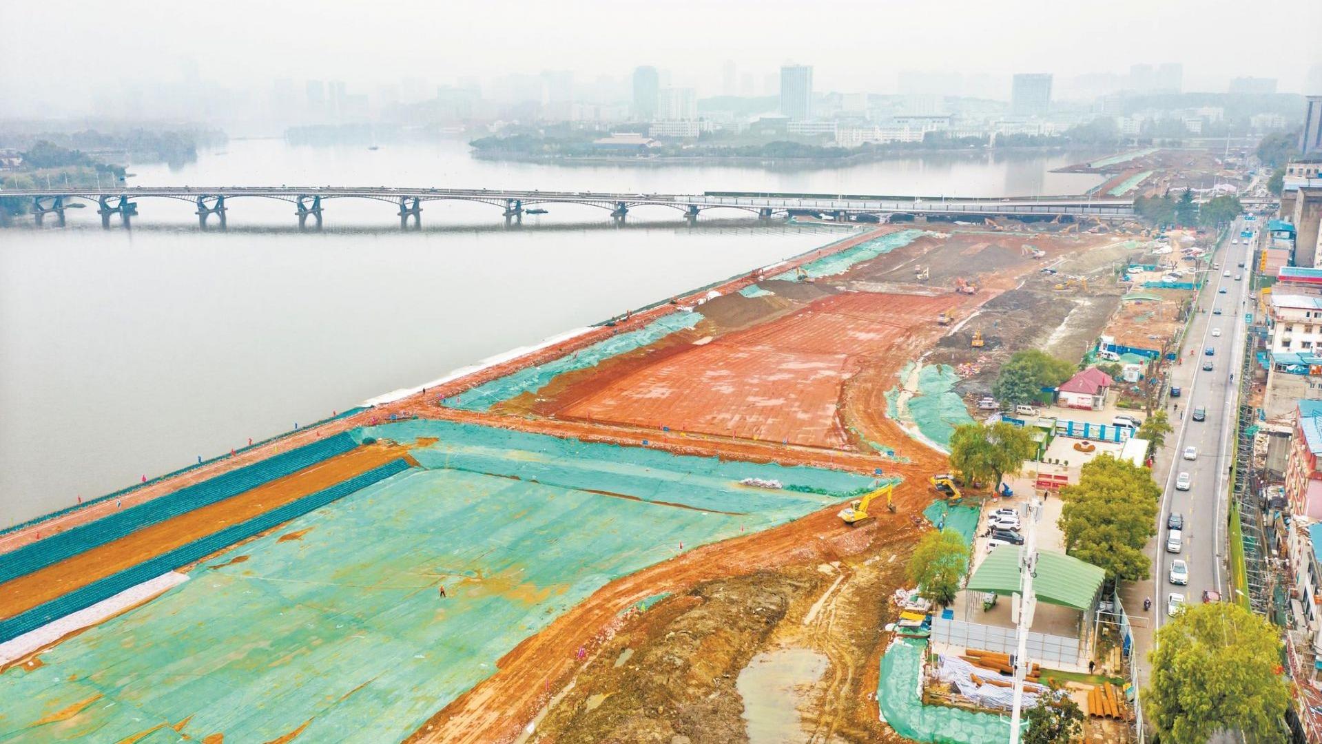 武漢兩湖隧道建設正酣