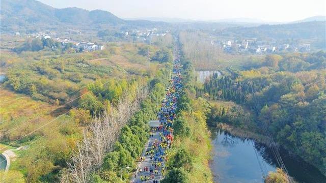 武汉第十一届木兰山登山节开幕