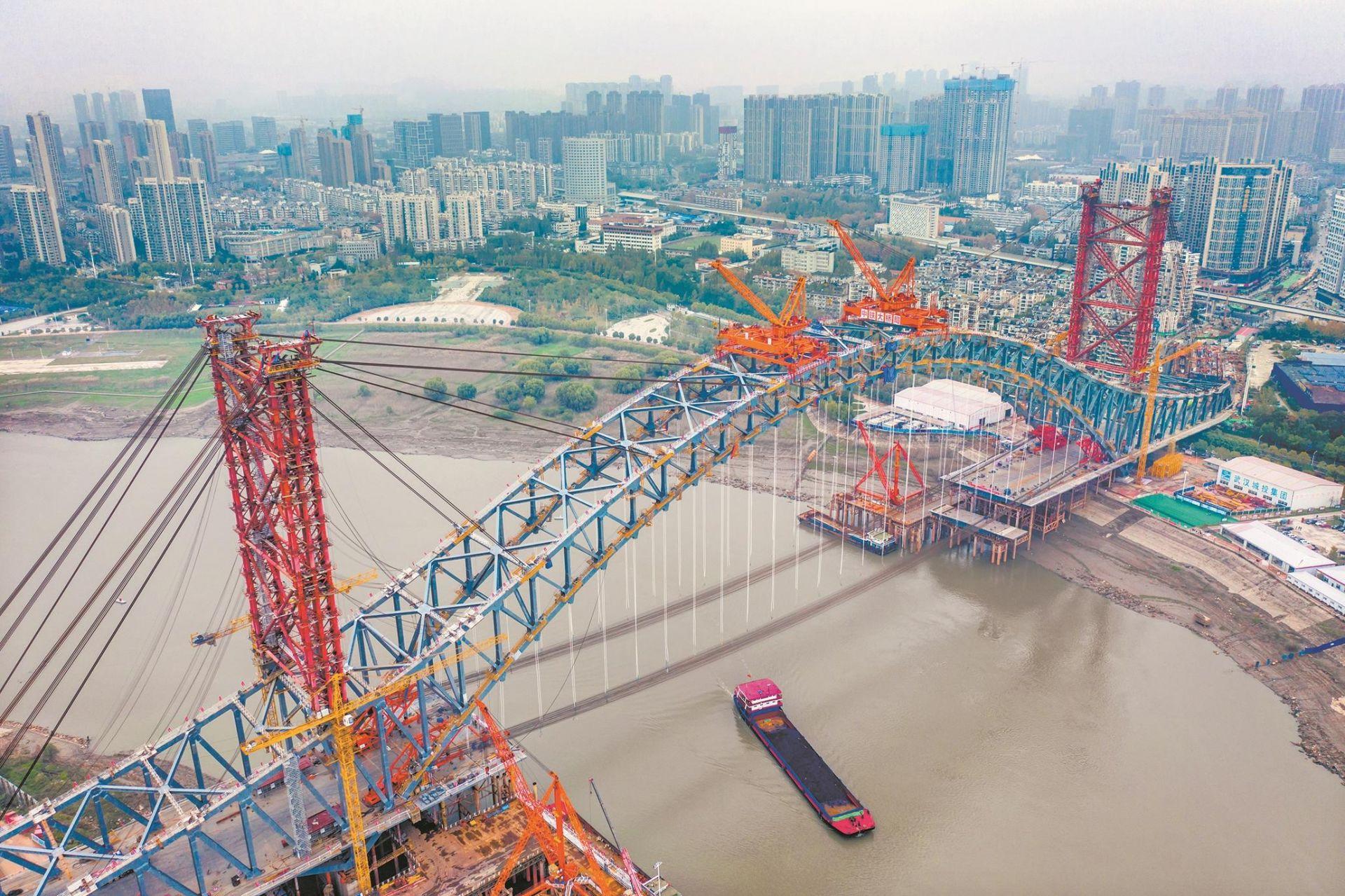 江汉七桥主拱合龙 汉江湾桥预计明年5月通车