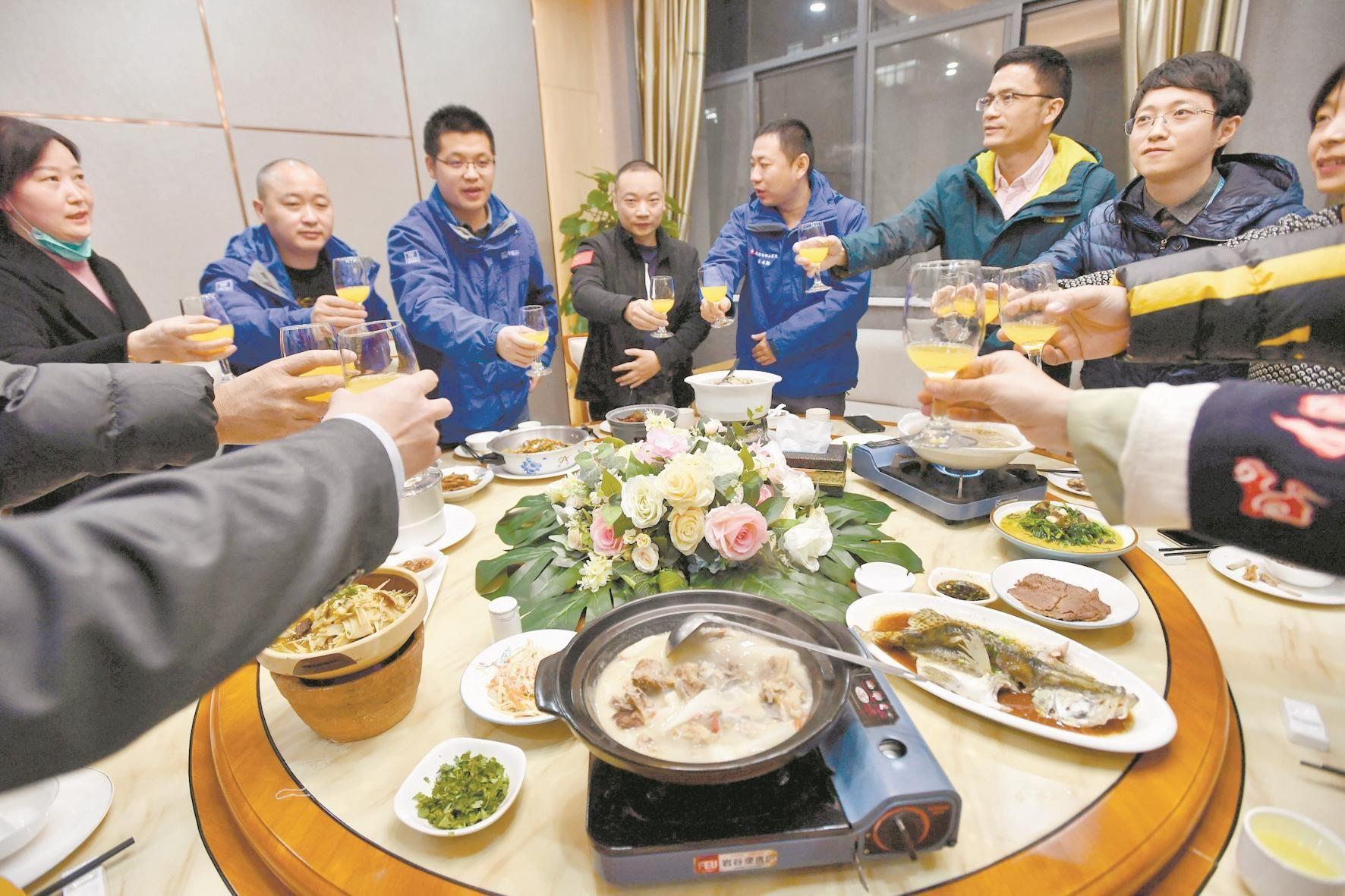 雷神山医务人员邀抗疫战友共享蒙古国羊肉