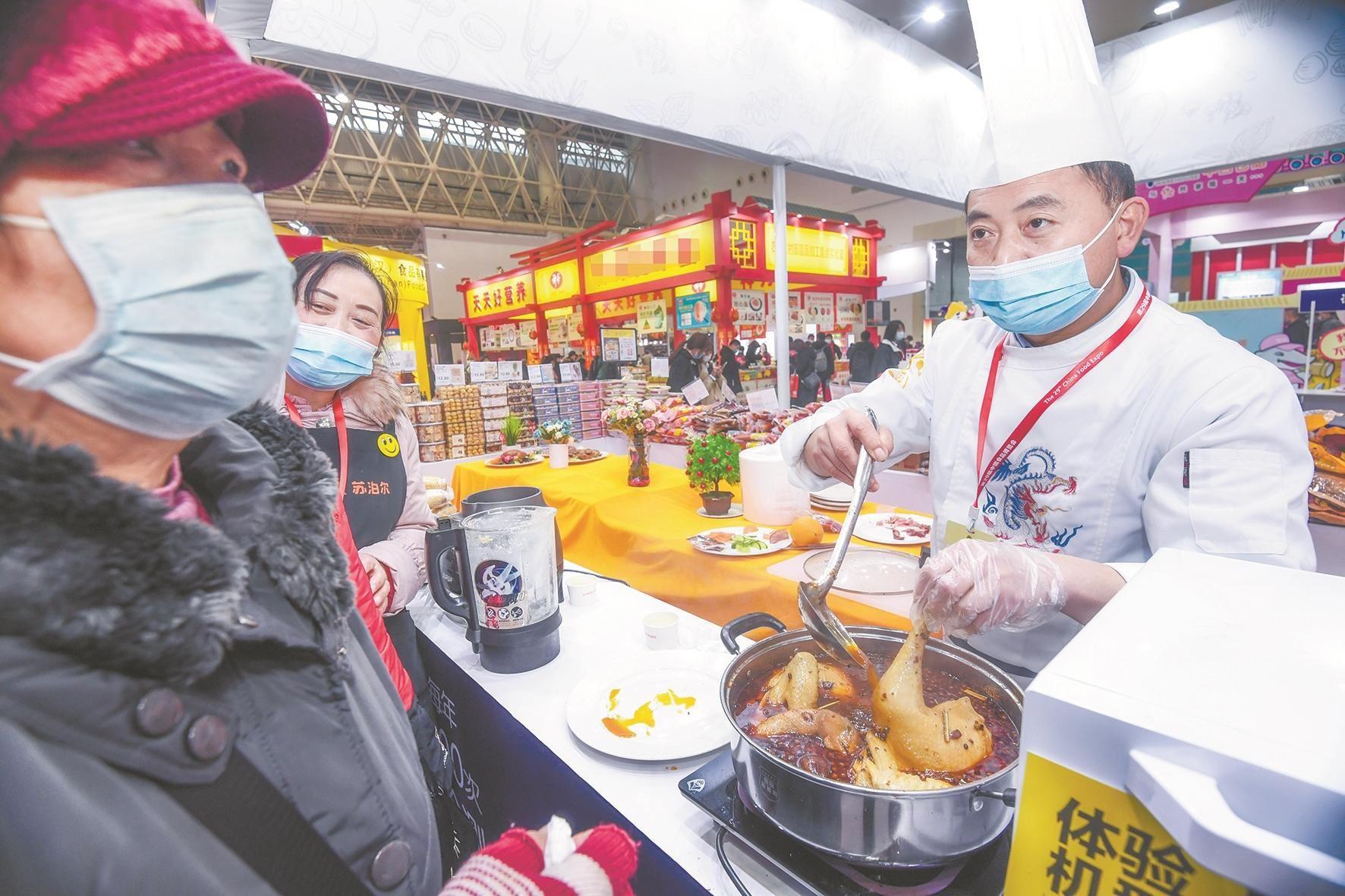 食博会首日3万人观展 签约破50亿元