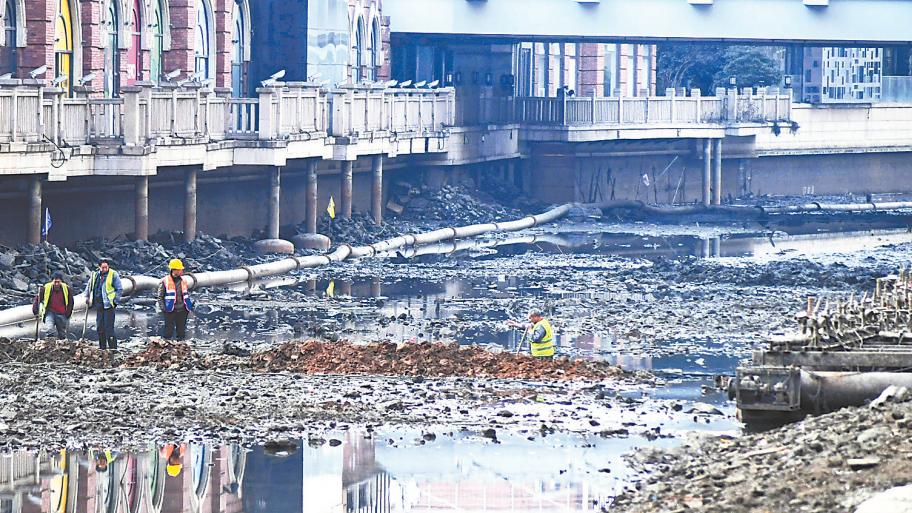 楚河首次抽干湖水清淤