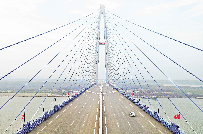 青山长江大桥通车在即