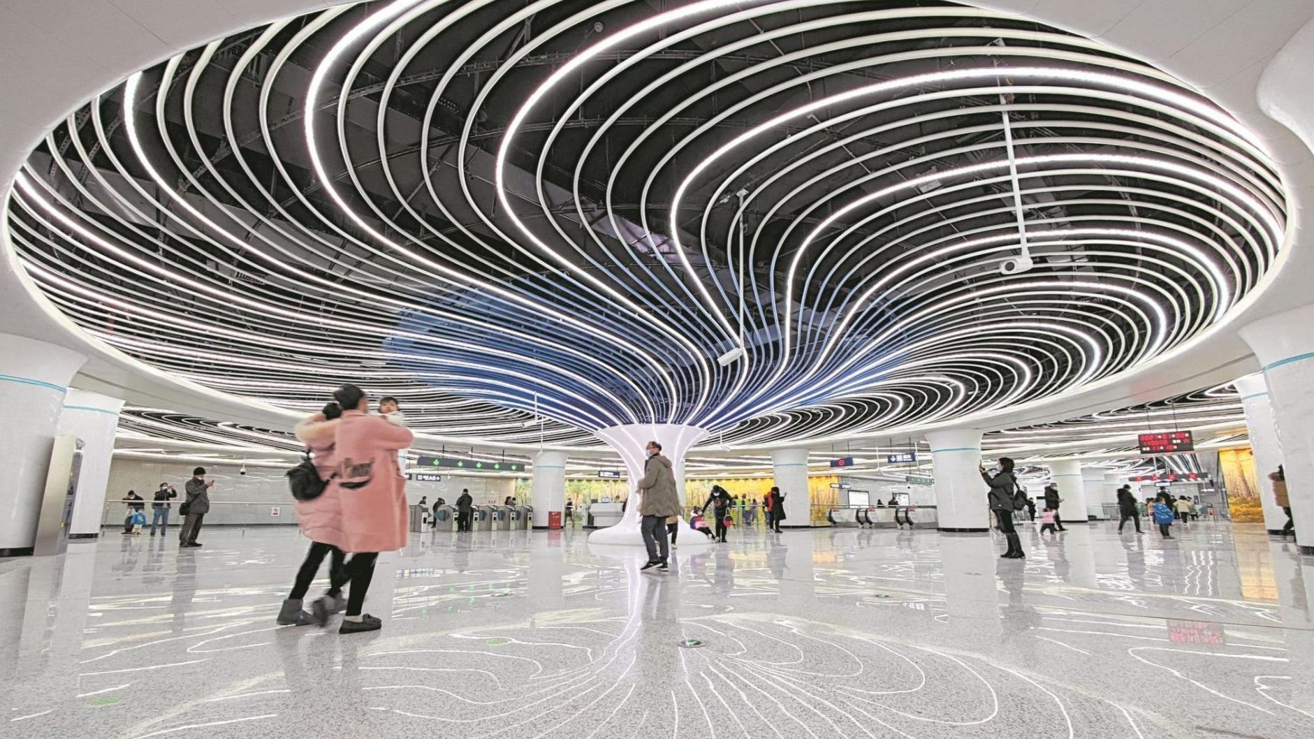 武汉两条地铁新线开通运营