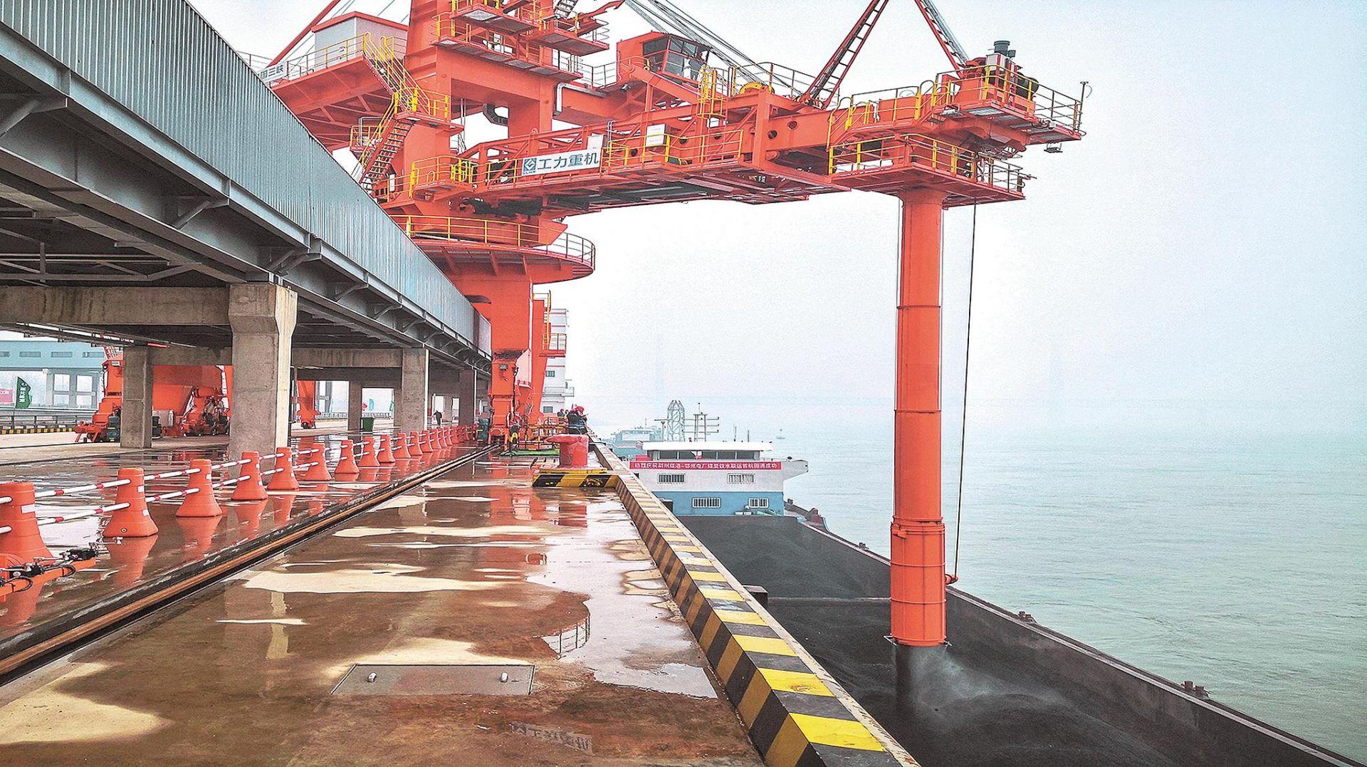 荆州煤储基地开港运营