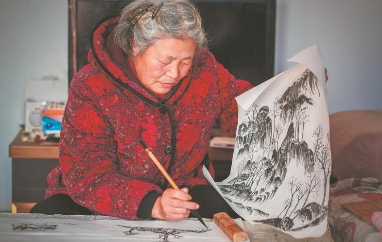 """湖北""""摩西奶奶"""": 一位农妇的另一种人生"""