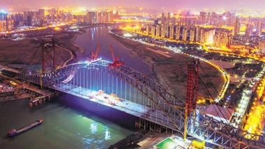 武汉汉江湾桥主桥桥面贯通