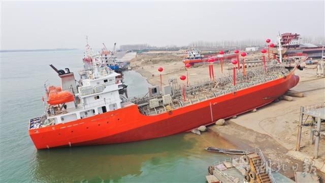 宜昌首艘二類化學品入級海船竣工吉水