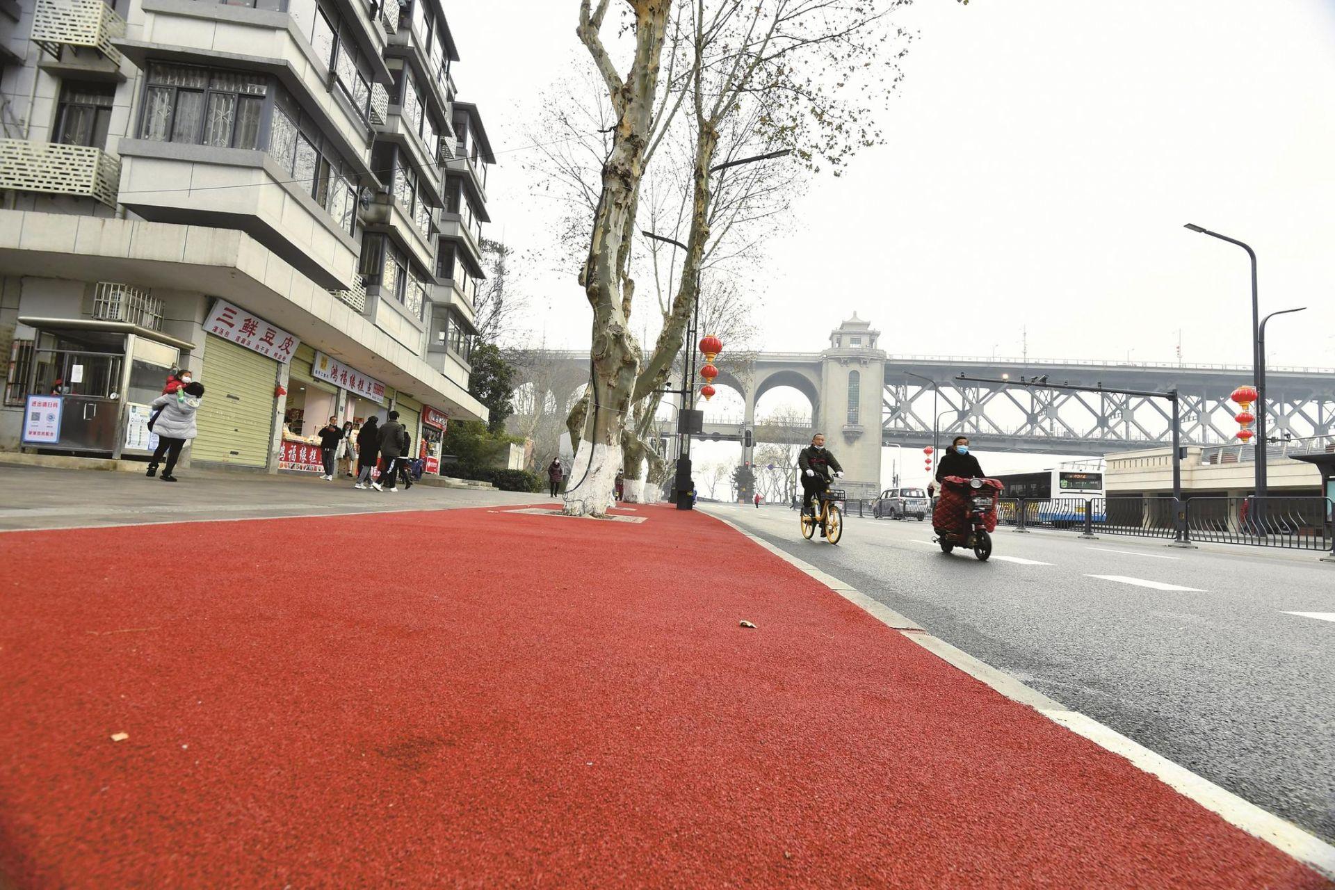 武汉江边红地毯 请您来走走