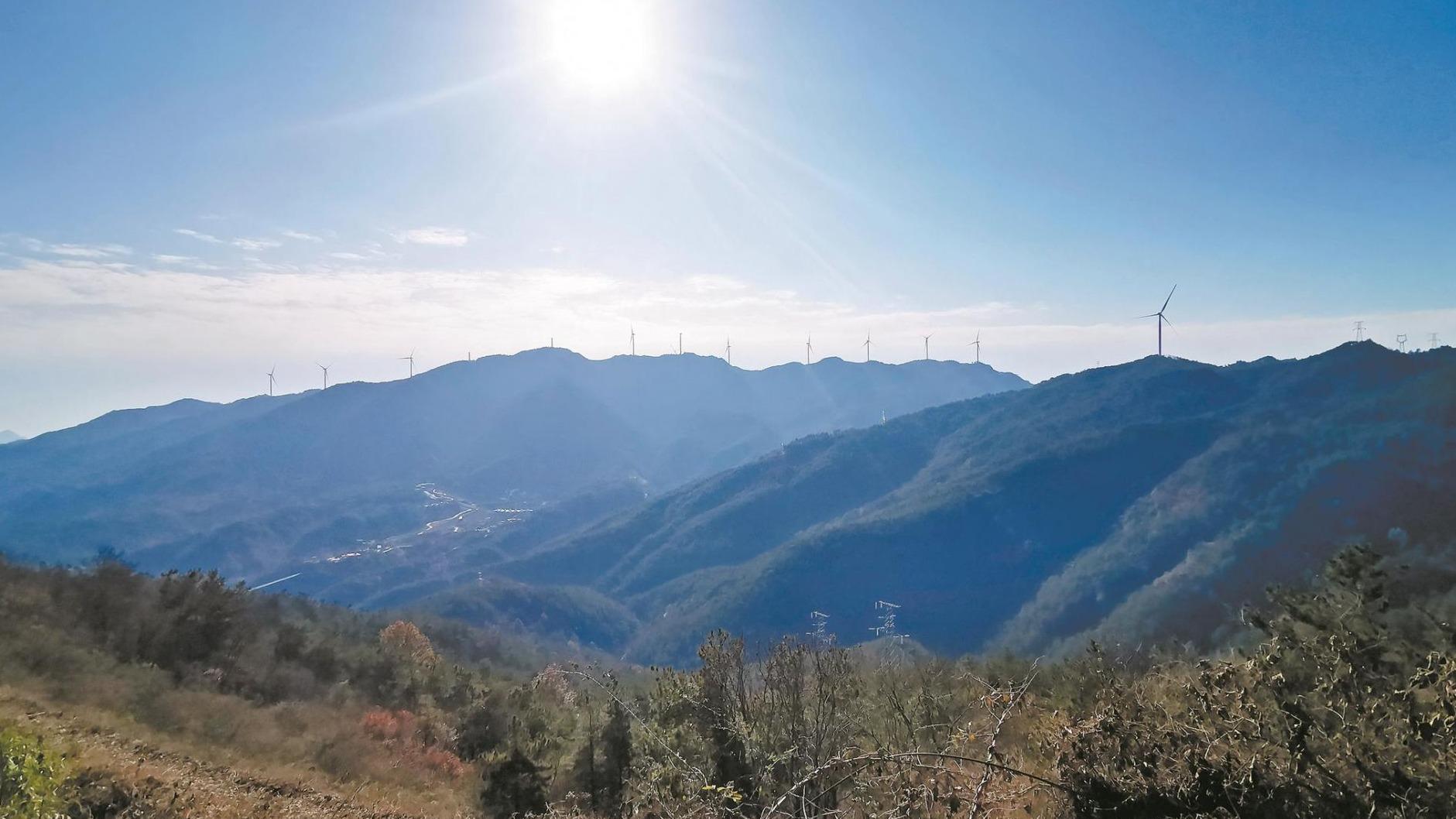 武汉刘家山风电场:傲立山巅 驭风而动