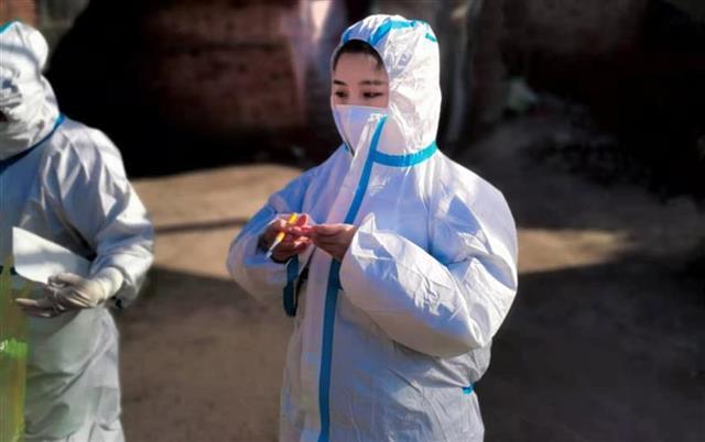 武汉护理专业学生回家乡当防疫志愿者