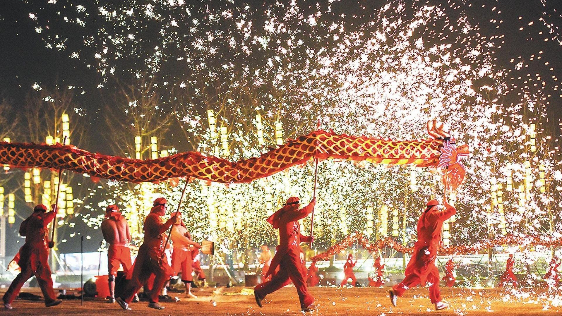 赏花灯、猜灯谜、赏民俗……元宵节,满满的幸福感