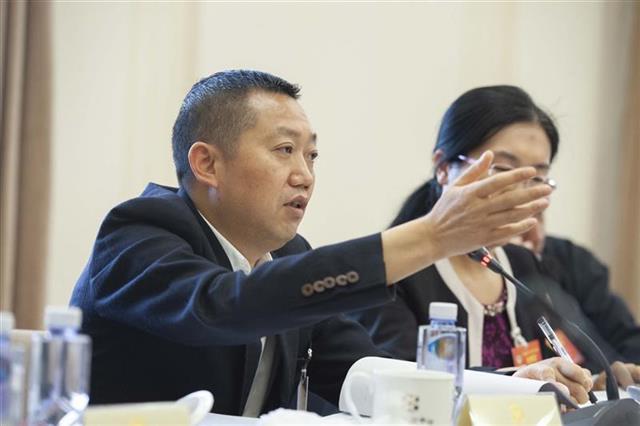 """全国政协委员陈纯星:推行""""分餐制"""",倡导文明生活理念"""