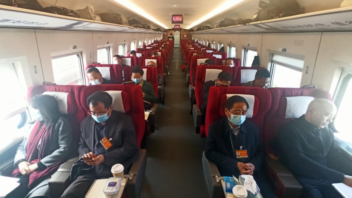 第一现场丨赴京参会,湖北省代表团出发啦!