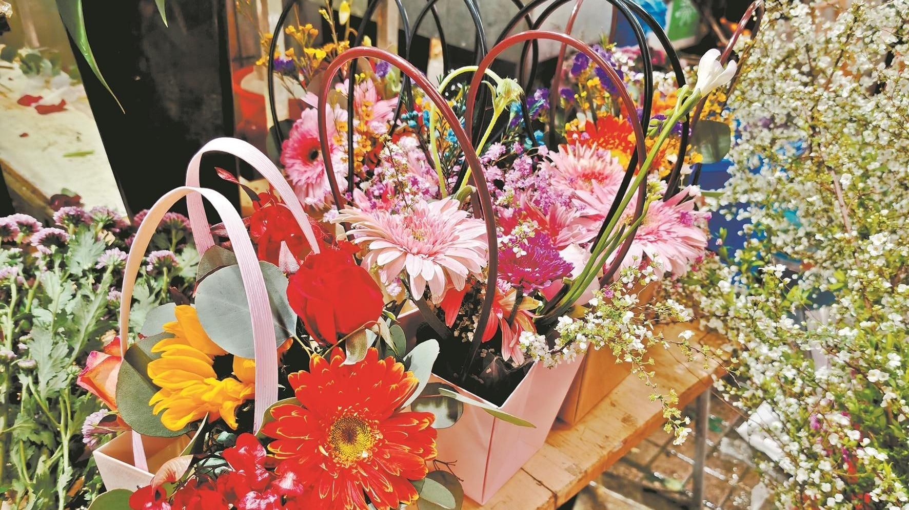 三八节催热江城花卉市场 玫瑰康乃馨涨价近三倍