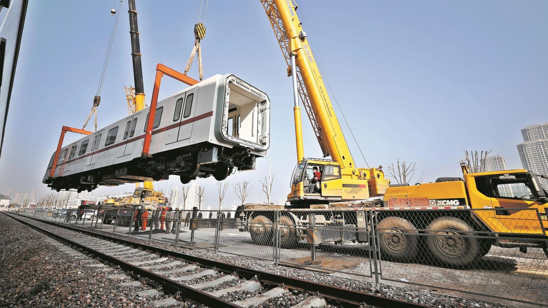 """武汉地铁5号线""""首义红""""列车首次实现全自动驾驶"""