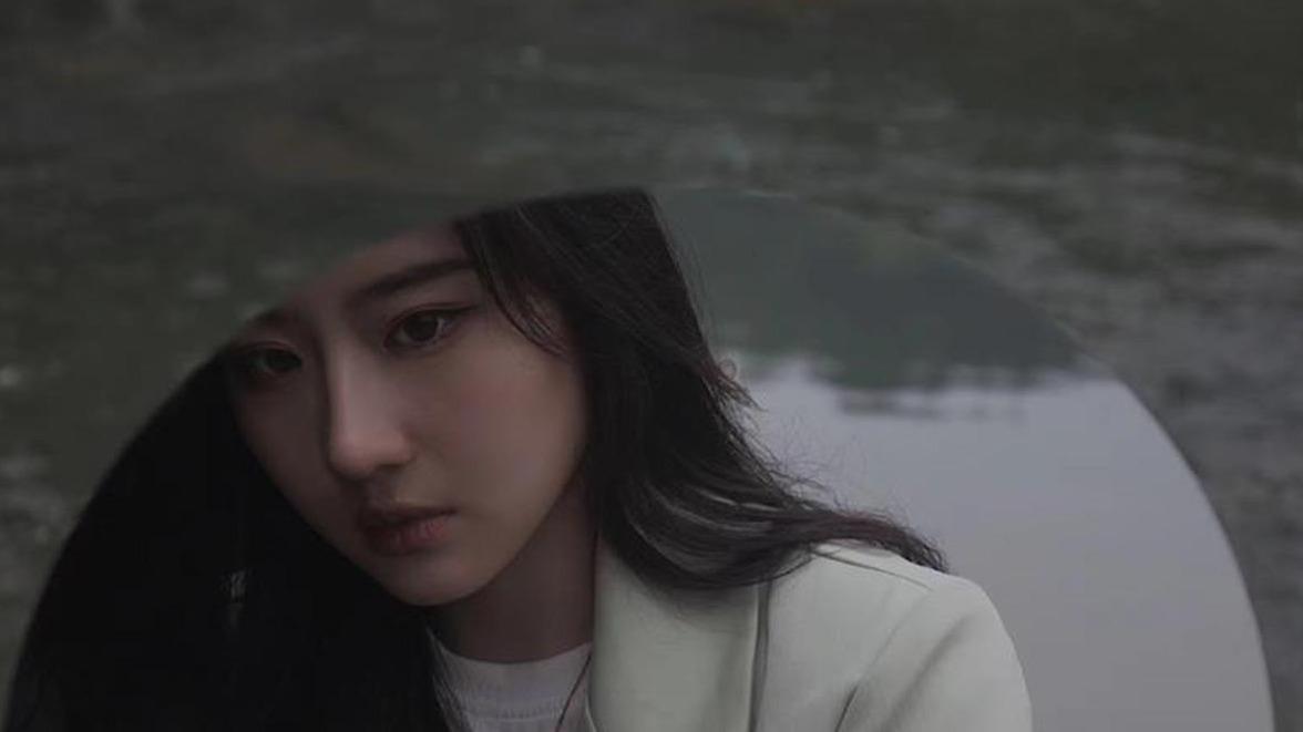 高校女生酷似刘亦菲意外走红