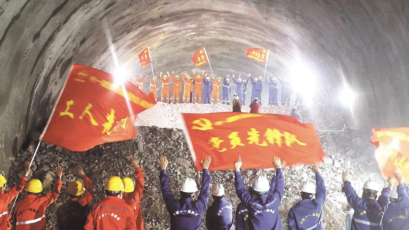 郑万高铁高家坪隧道贯通 全长5506米