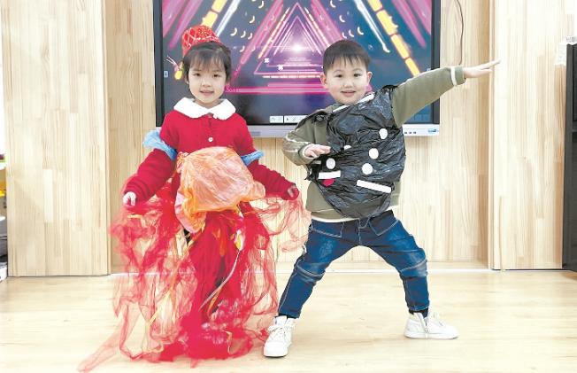 幼儿园上演环保时装秀