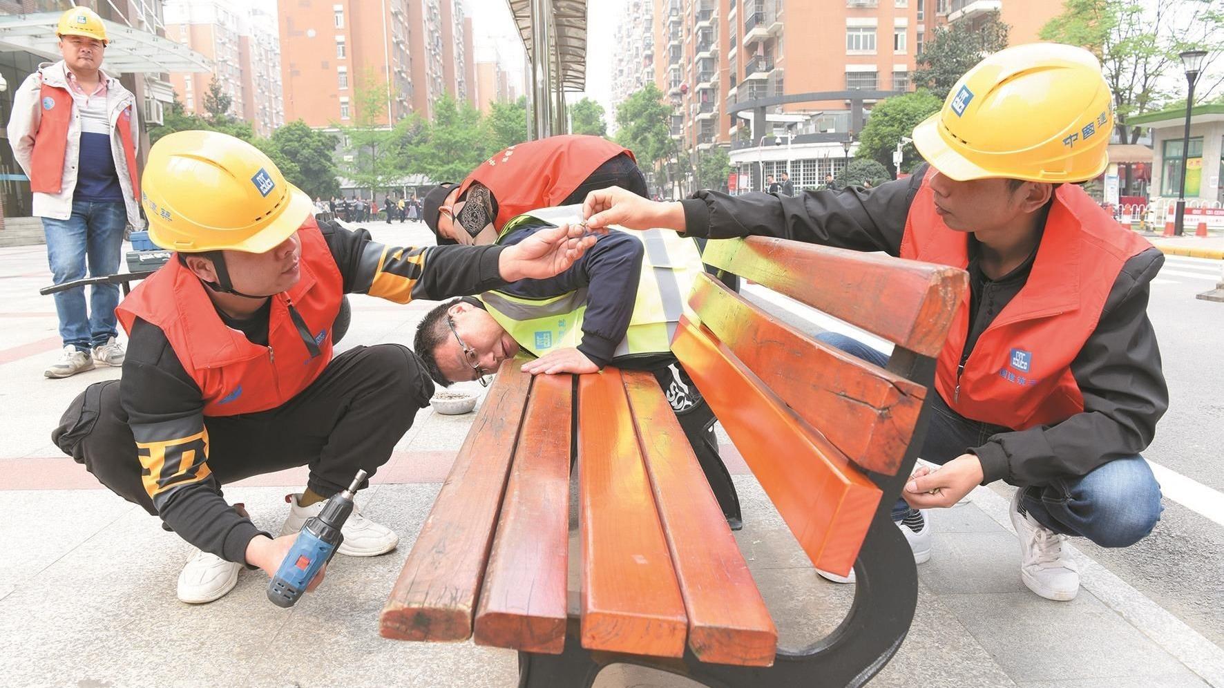 江城农民工志愿队走进社区送服务