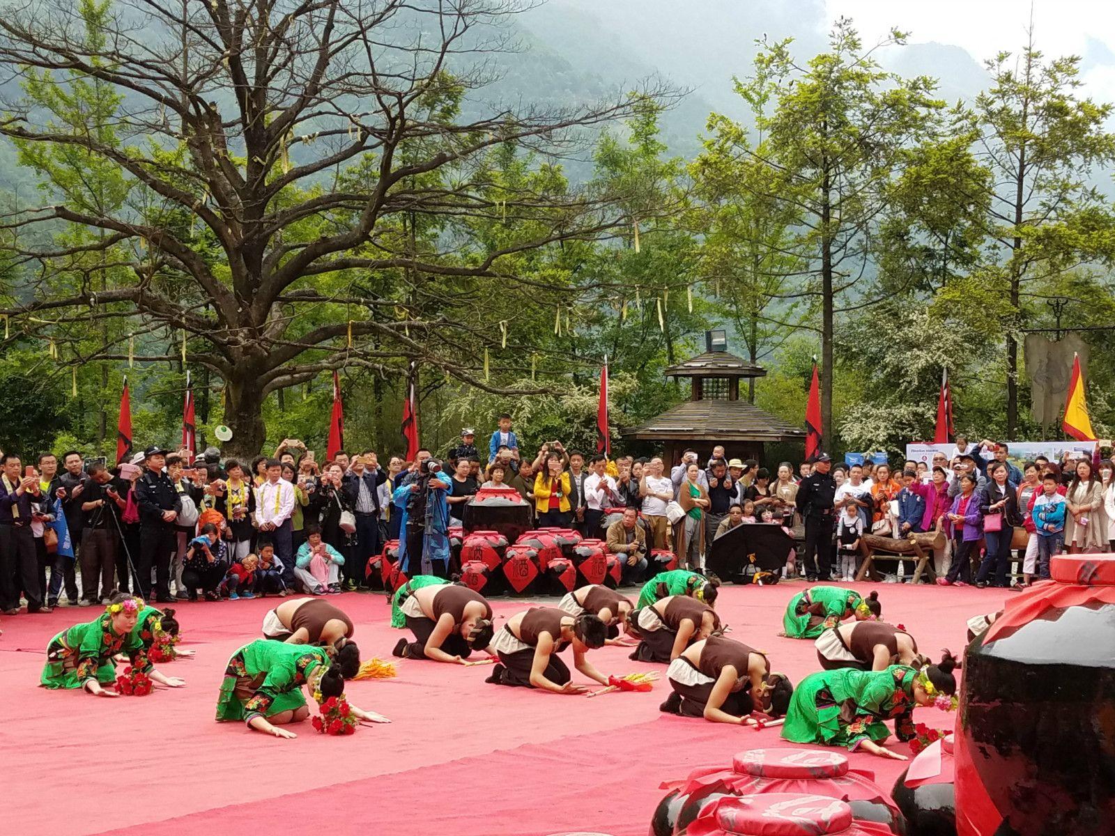 清明节当天神农架林区举办民间祭祀炎帝活动