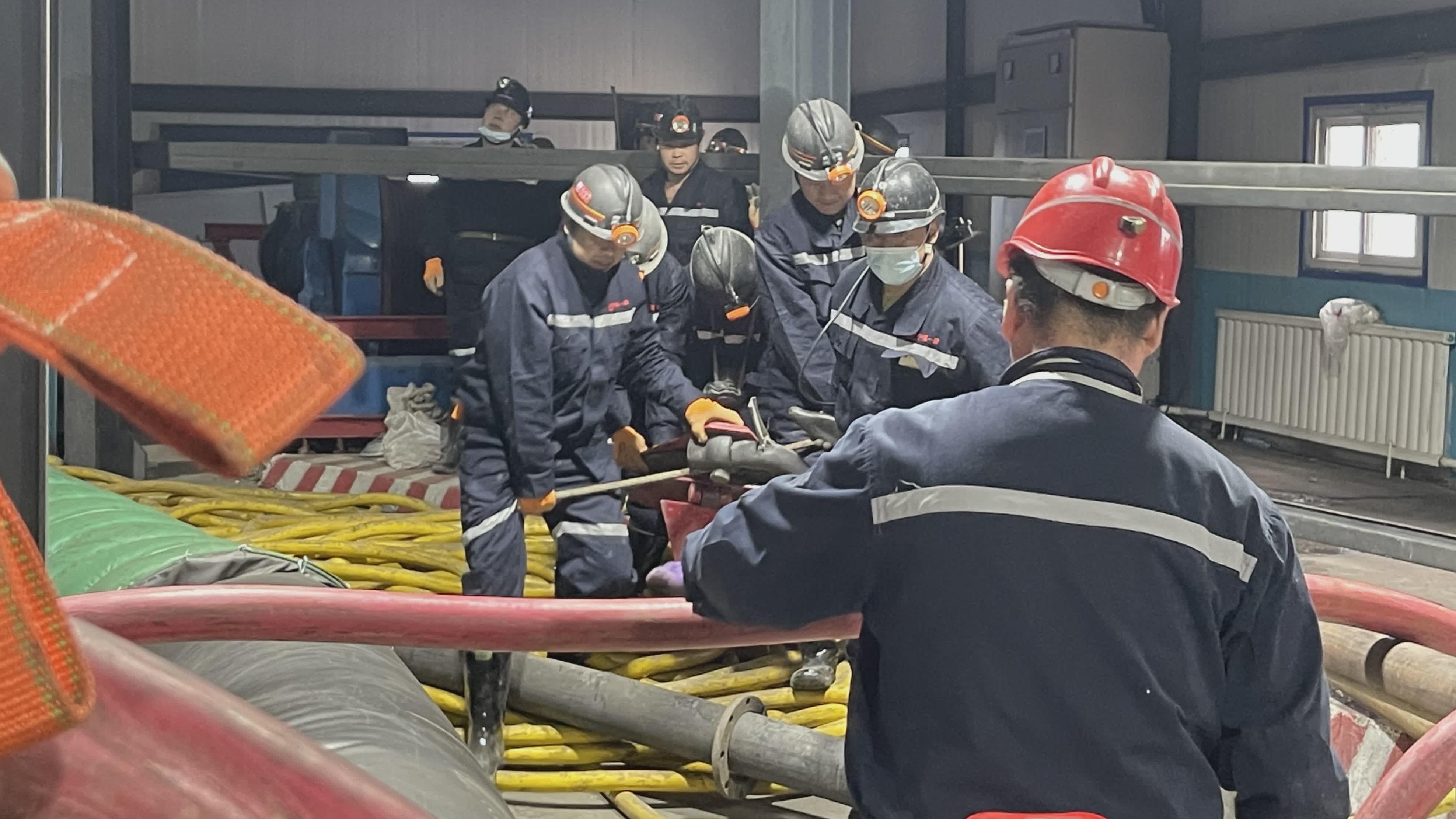 直击新疆煤矿透水事故救援
