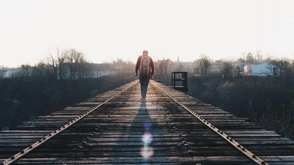 东湖夜读丨帮你的人,不欠你;让你的人,不怕你