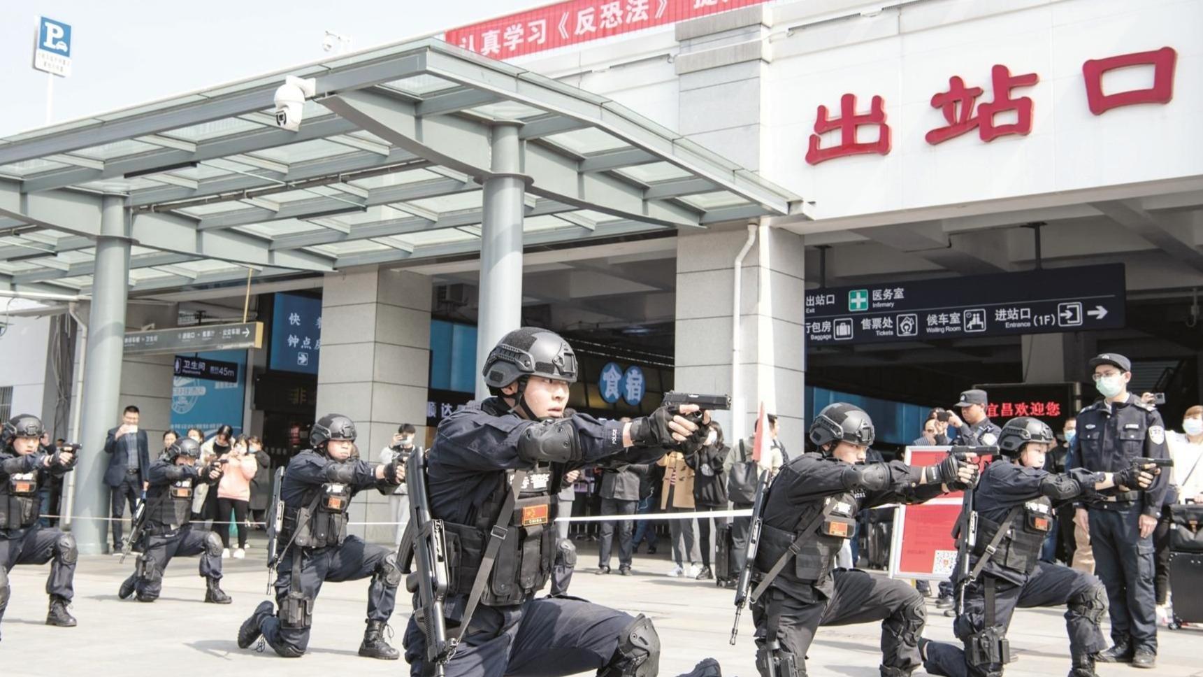 超燃!宜昌东站开展反恐演练