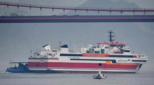 宜昌造出口渡船顺利下水