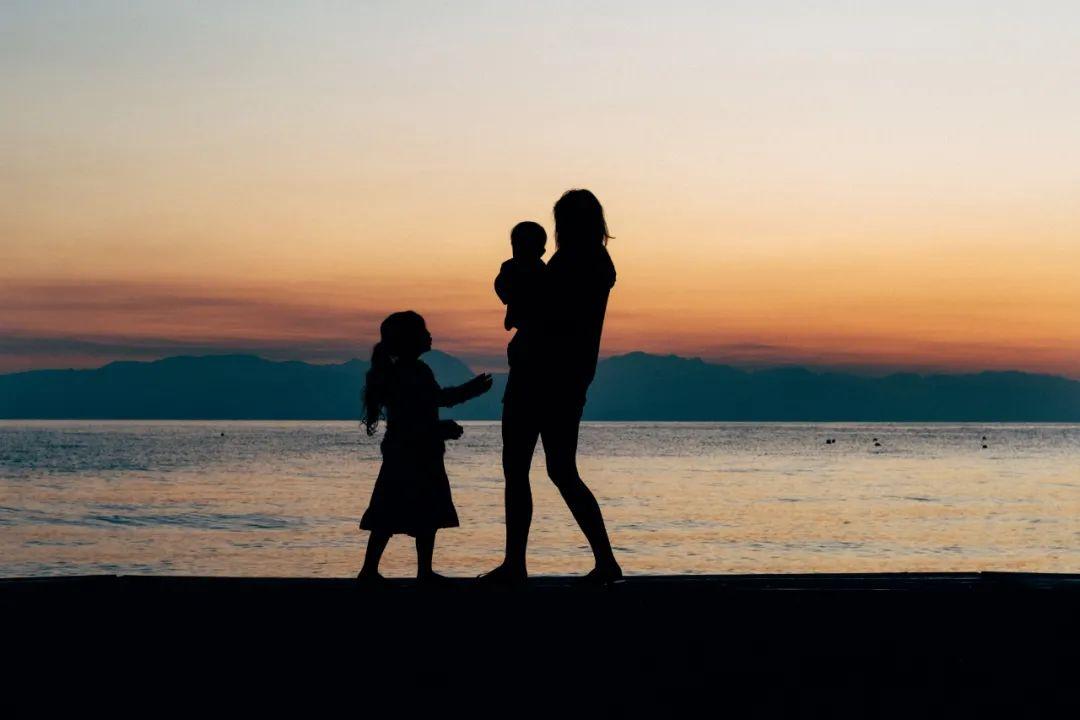 偷走妈妈青春的不是岁月,而是……
