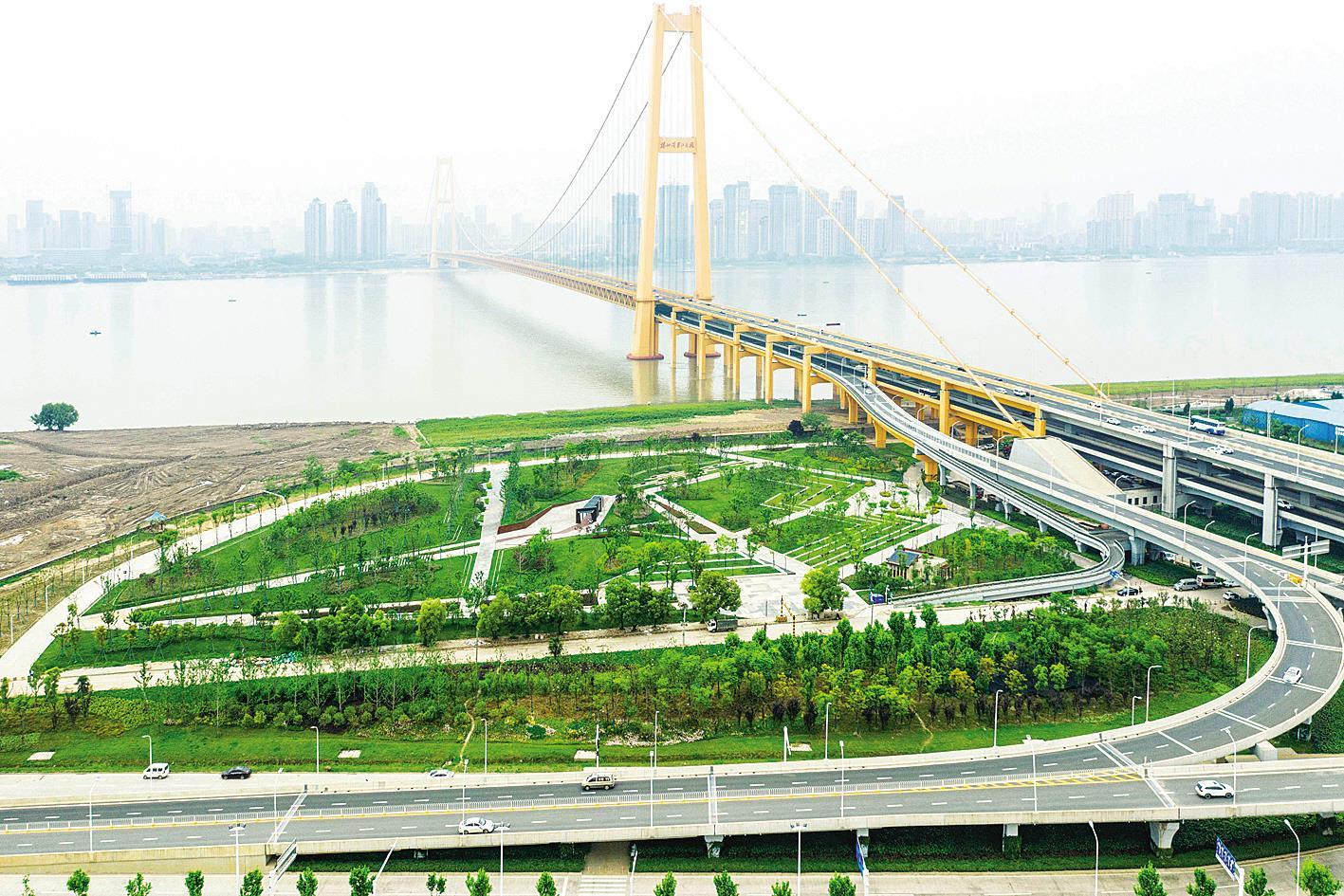 武汉杨泗港大桥桥头公园开放