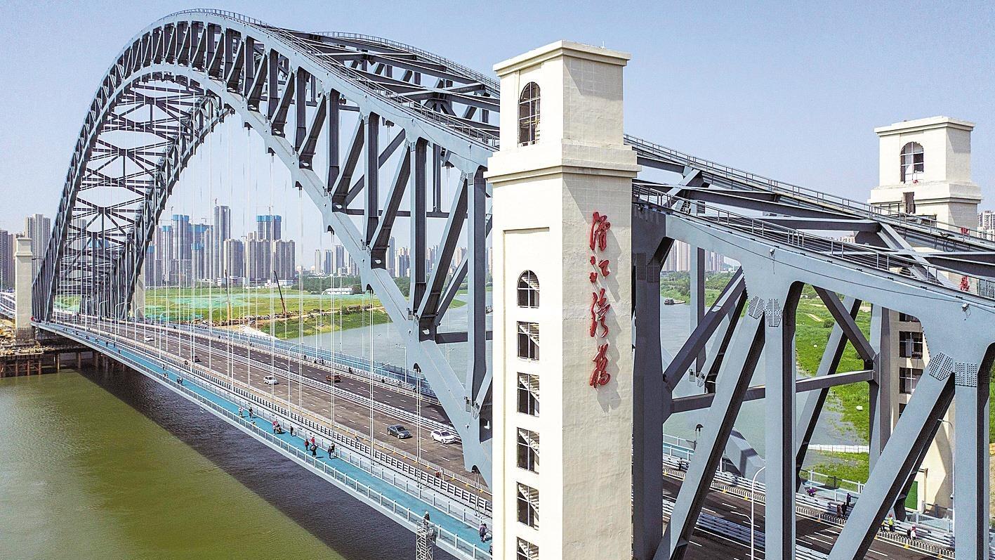 武汉开通最宽汉江桥