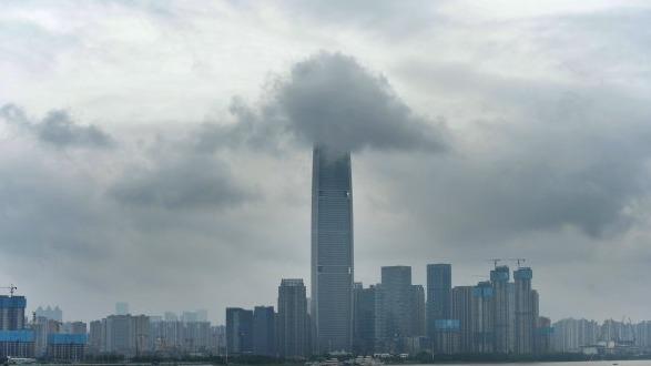 武汉:高楼戴了三角帽
