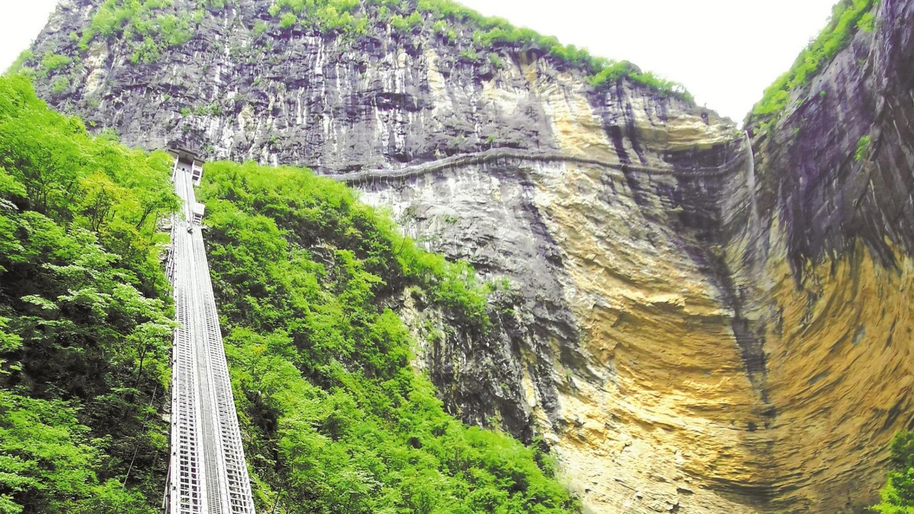 恩施380米斜行电梯世界最长
