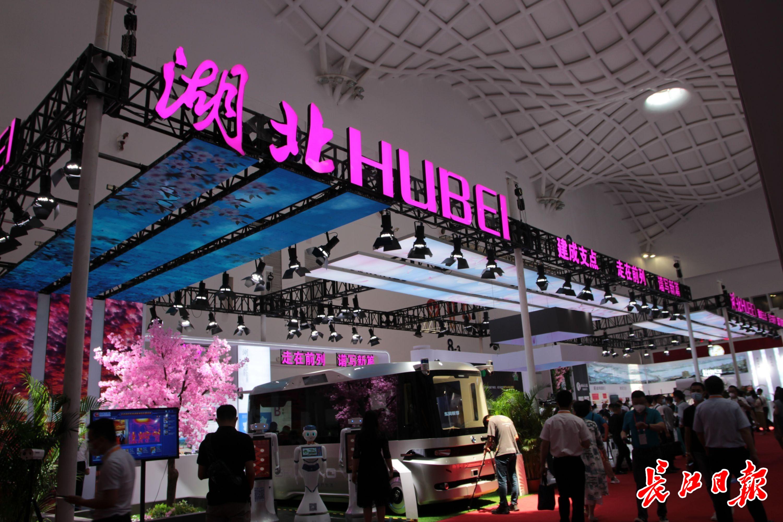 武汉无人驾驶汽车等黑科技精品闪亮首届消博会