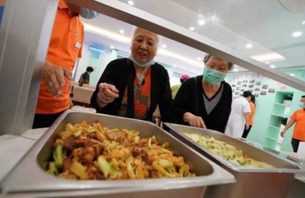 """""""共享餐厅""""让更多老年人吃上暖心饭"""