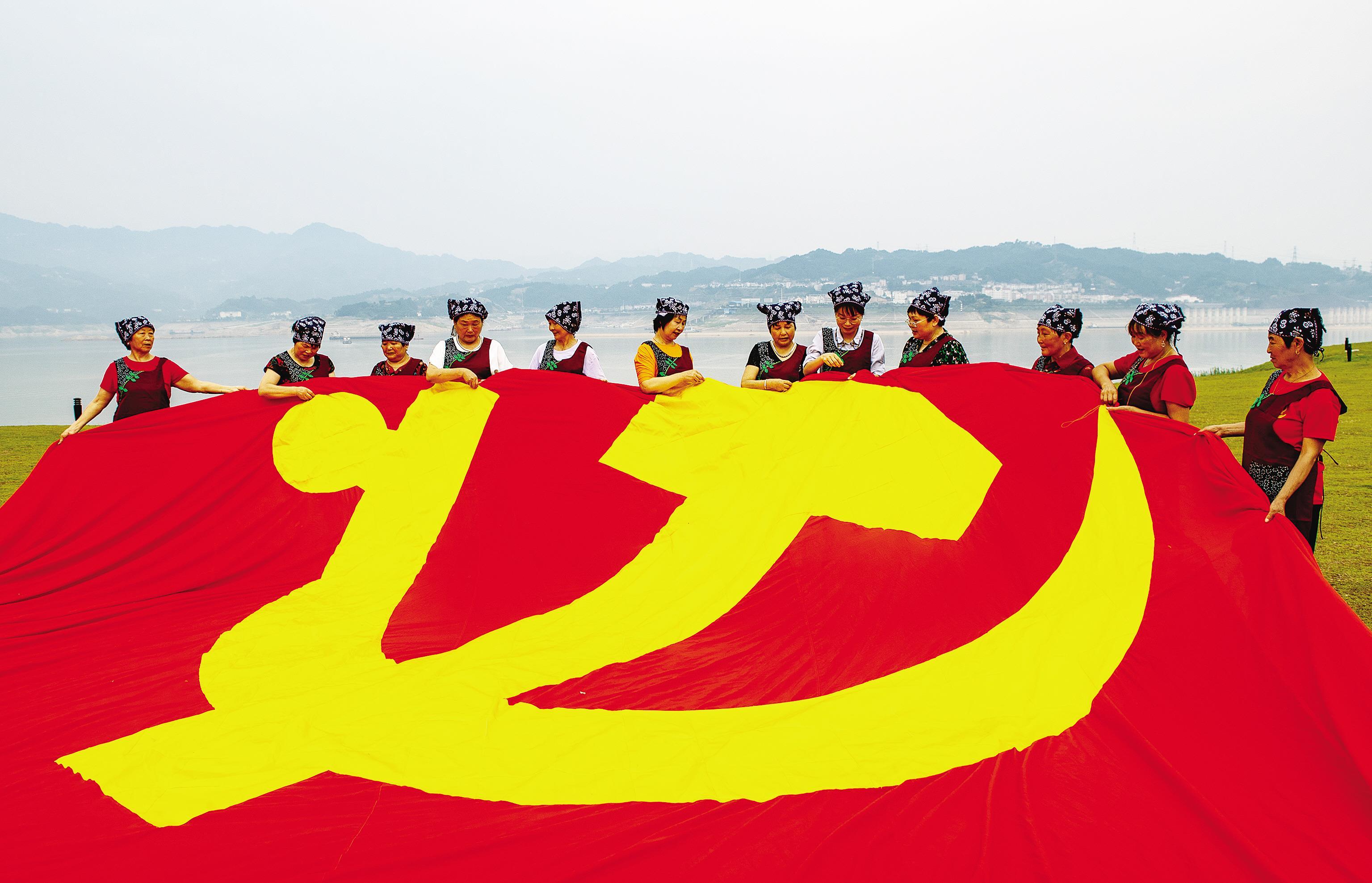 湖北秭歸:繡黨旗 頌黨恩