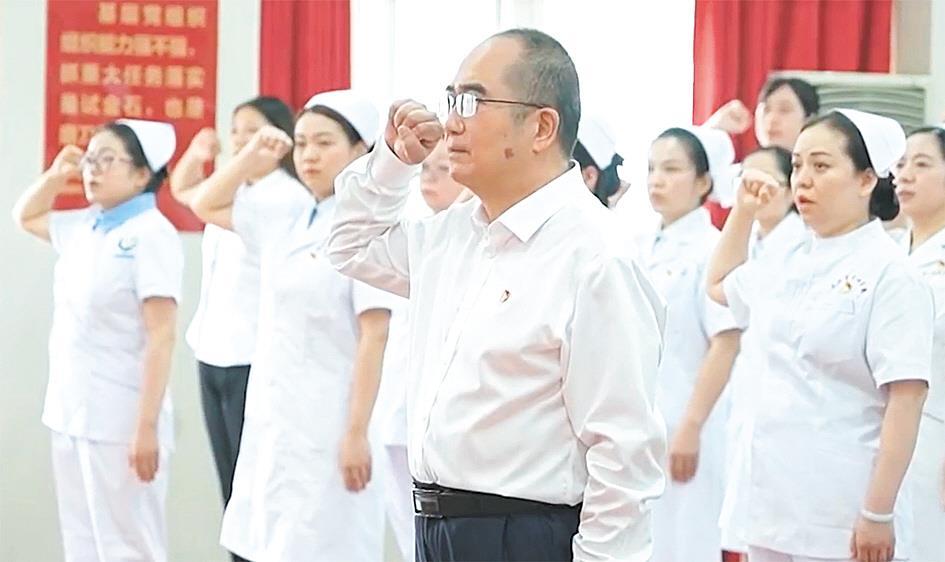 武汉百名新党员代表入党宣誓